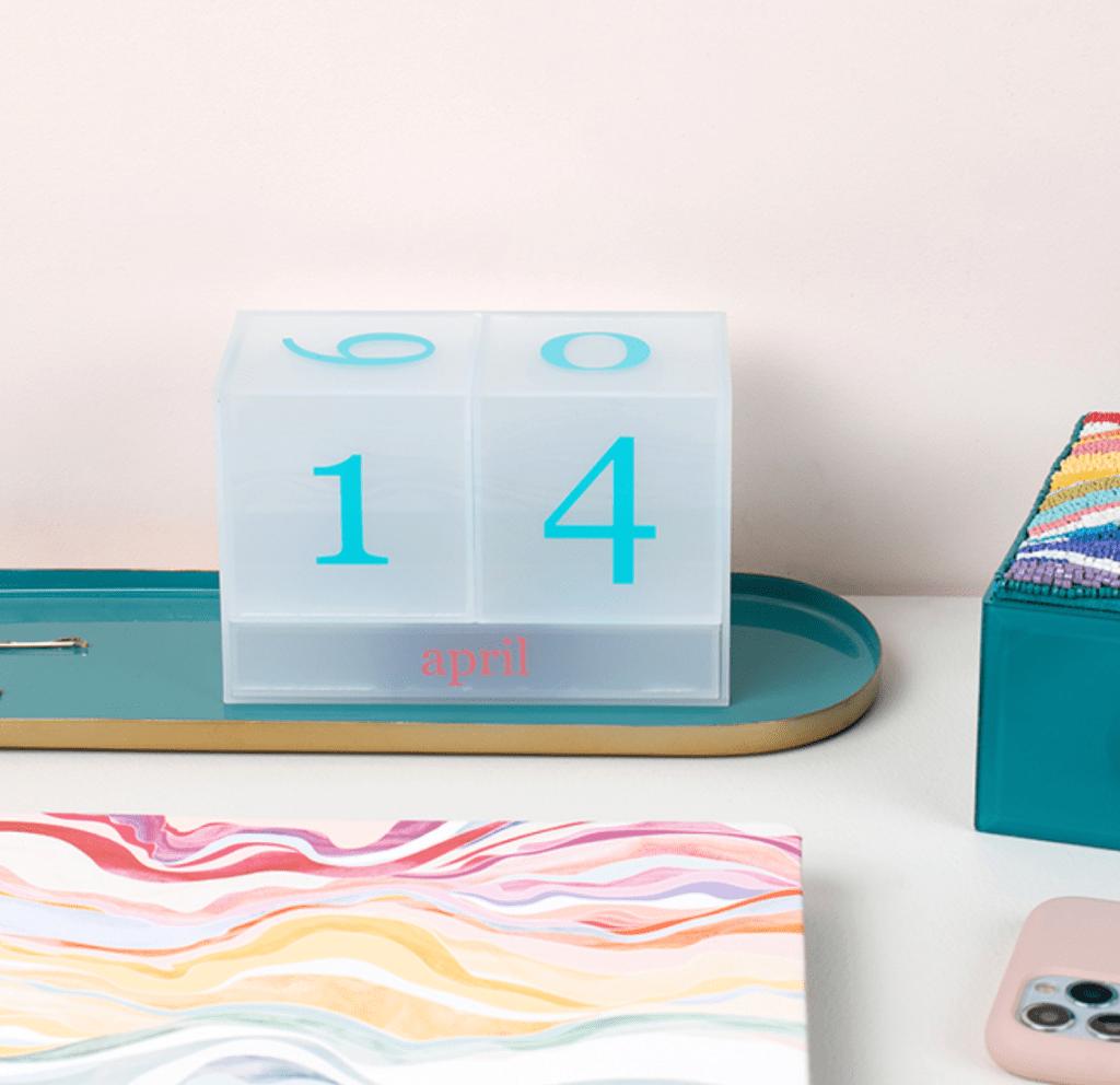 Summer desk decor favorites: Trendy products for your workspace this summer